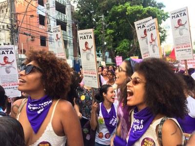 Covid-19-Pandemie fördert Gewalt gegen Frauen und erschwert Rechtszugang