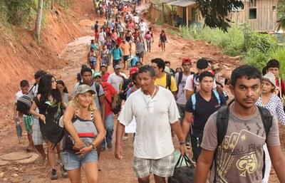 800 Fischerinnen und Fischer blockieren Eingang zur Belo-Monte-Baustelle