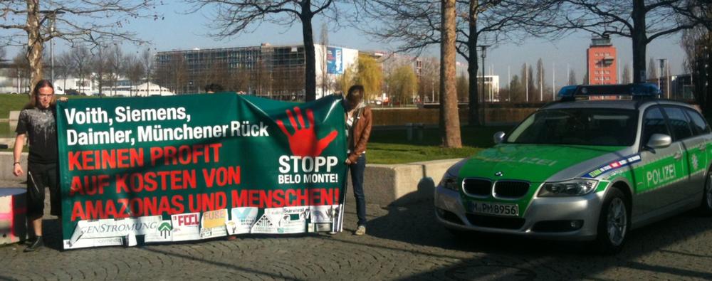 Aktionärsversammlungen (3): Proteste gegen die Münchener Rück und deren Beteiligung am Belo Monte-Staudamm