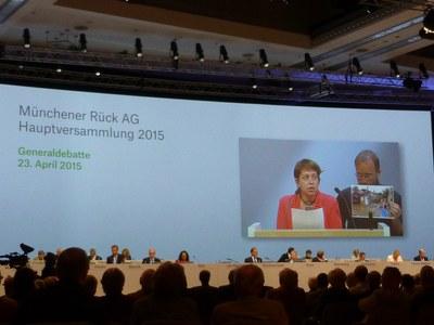 """""""Wie würden Sie reagieren, wenn eine Baufirma daher kommt und die Münchener Frauenkirche mit Bulldozern einreißt?"""""""