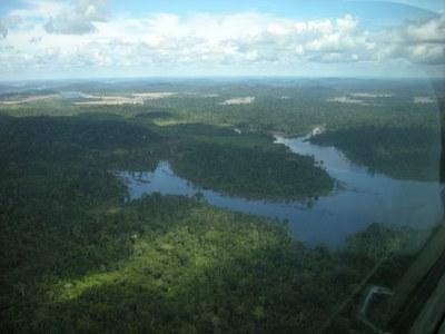Bundesstaatsanwaltschaft verklagt FUNAI wegen Bedrohung Indigener durch Staudamm in Rondônia