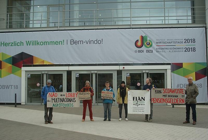 Protestaktion von FIAN gegen Menschenrechtsverletzungen