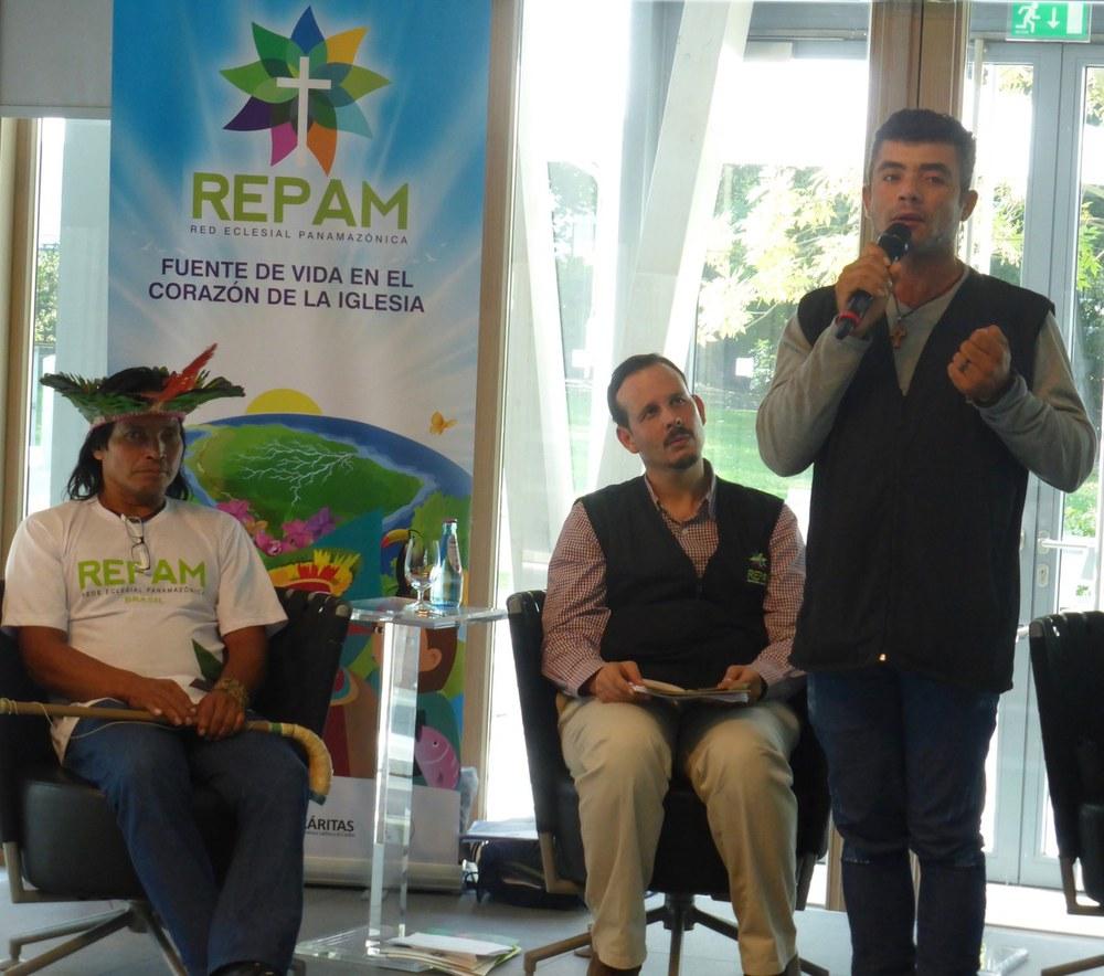 Indigene Vertreter überreichen REPAM-Bericht über Menschenrechtsverletzungen im Amazonasgebiet