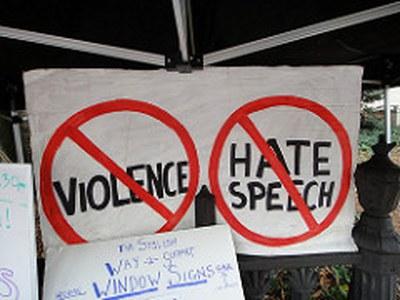 [Podcast] Hatespeech: zwischen Hasskommentaren und struktureller Diskriminerung