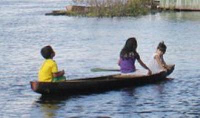 [pt] A nave vai – uma excursão amazônica entre extrativismo e o Bom Viver